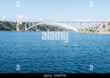 Sibenik Brücke und den Kanal des Flusses Krka froam ein Boot - Stockfoto