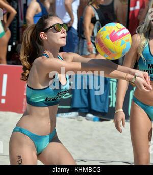 Miami Beach, FL - 11. März: Die 8h jährliche Modell Volleyball Turnier für South Beach Vormachtstellung am Lummus - Stockfoto
