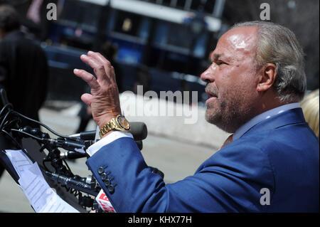 New York, NY - 21. März: bo Dietl läuft für new york Bürgermeister Stellung am 21. März 2017 in New York City. Personen: - Stockfoto