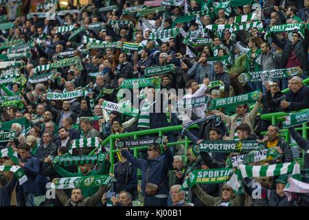 Lissabon, Portugal. 22 Nov, 2017. 22. November 2017. in Lissabon, Portugal. sportlichen Unterstützer in das Spiel - Stockfoto