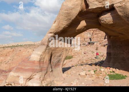 Steinbogen in das Tal von Petra, Jordanien - Stockfoto