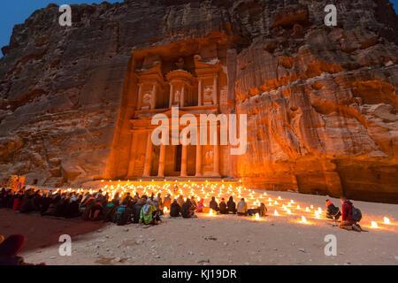 Petra, Jordanien, 24. Dezember 2015, die Schatzkammer, Petra bei Nacht. Die antike Stadt Petra, Al Khazneh in Jordanien - Stockfoto