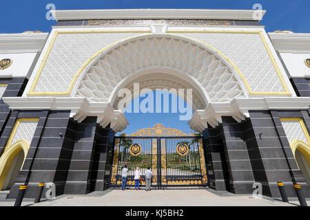 Allgemeine Ansicht der vorderen Eingang des Malaysia König Palast in Kuala Lumpur, 12, Februar 2017. - Stockfoto
