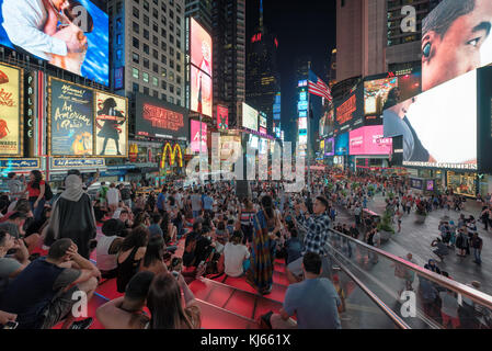 Times Square bei Nacht, New York - Stockfoto