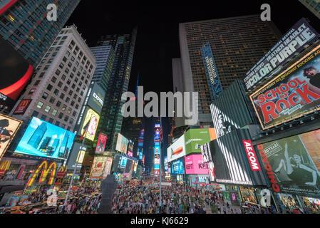 Times Square bei Nacht - Stockfoto