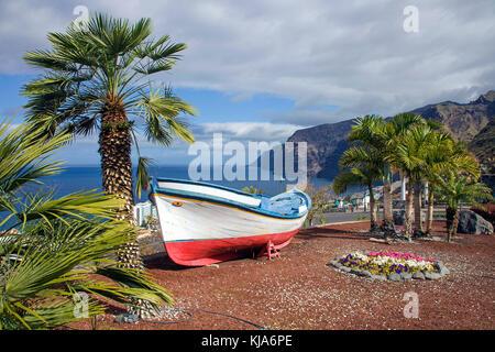 Blick auf Los Gigantes an der Westkueste, Los Gigantes, Westseite der Insel, Teneriffa, Kanarische Inseln, Spanien - Stockfoto
