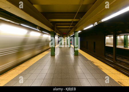 New York City - 8. November 2015: Union Square Station in der New Yorker U-Bahn. - Stockfoto