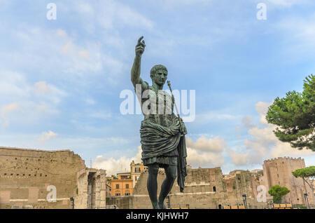 Statue des Kaisers Augustus in das Forum Romanum, Rom, Latium, Italien - Stockfoto