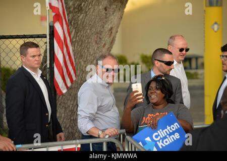 Miami, FL - 15 Oktober: Feier für liberty city Organisation Office öffnen mit Senator Tim Kaine und pusha t auf - Stockfoto