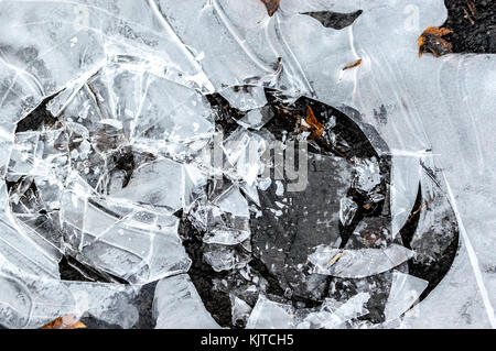 Die gebrochene Eis auf dem gefrorenen Paddel in Kanada - Stockfoto