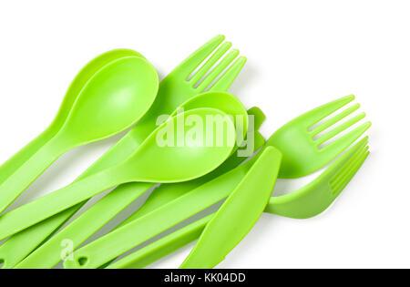 Kunststoff Gabel, Löffel und Messer schließen bis auf weißem Hintergrund. mit Freistellungspfad - Stockfoto
