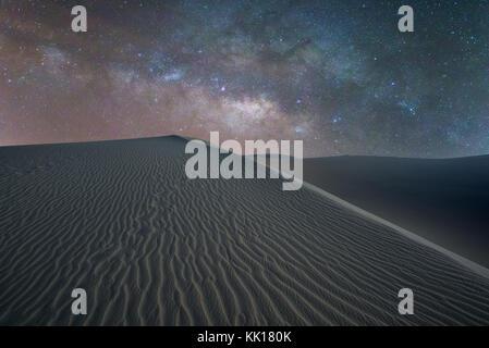 Die Milchstraße über Sahara wie Dünen in Maspalomas Anfang März in Gran Canaria in den Kanarischen Inseln - Stockfoto