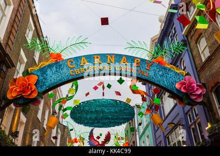 Weihnachten Karneval themed Weihnachtsbeleuchtung 2017 im Carnaby Street, London - Stockfoto