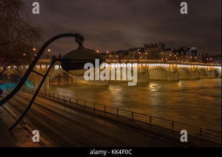 Die Pont Neuf - 26/12/2012 - - die Pont Neuf ist, trotz ihres Namens, die älteste bestehende Brücke in Paris. Sie - Stockfoto
