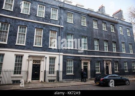 London, Großbritannien. November 2017. Nummer 10 und 11 Downing Street am Morgen des Schatzkanzlers Philip Hammond - Stockfoto