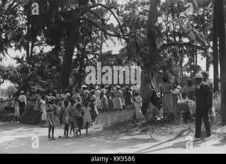 Ein Foto von einer großen Gruppe von Menschen für ein Viertel der Juli Feier versammelt, die Gruppe besteht aus - Stockfoto