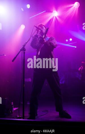 Mailand, Italien. 28 Nov, 2017. Der englische Singer/Songwriter Archie Ivan Marshall auf der Bühne als König KRULE - Stockfoto
