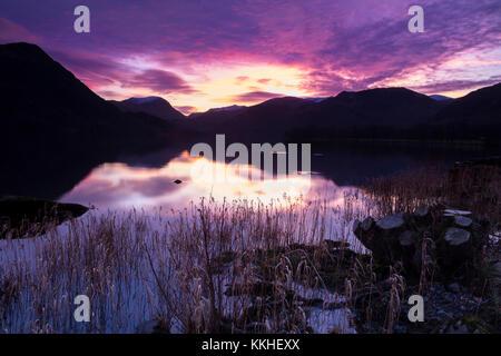 Ullswater, Lake District, Cumbria GROSSBRITANNIEN. Freitag, 1. Dezember 2017. UK Wetter. Am ersten Tag des Mtk im - Stockfoto
