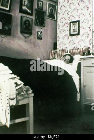 Undatiert: Olga Romanov, Tochter des Zaren Nikolaus II., in Ihrem Schlafzimmer. Die Serie der einzigartige Bilder - Stockfoto