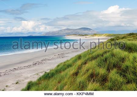 Nach Norden entlang der weißen Sandstrand auf der winzigen Insel berneray zwischen North Uist und Harris auf den - Stockfoto