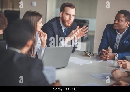 Business Team und Manager in einer Besprechung - Stockfoto