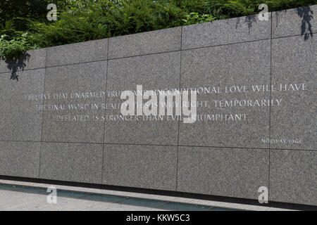 Martin Luther King Jr Zitat auf der Inschriftenwand, Martin Luther King Jr. Memorial, Washington DC, USA. - Stockfoto