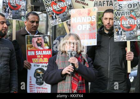 London, Großbritannien. 2. Dez, 2017. Der Krieg im Jemen Demonstration vor der Botschaft der Vereinigten Arabischen - Stockfoto