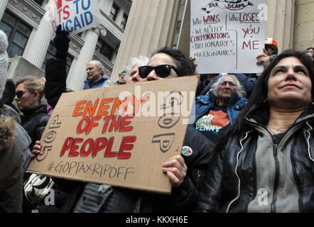 New York, NY, USA. Dez. 2017. Bürgermeister Bill De Blasio nimmt an der Kundgebung gegen den Steuerplan der Republikaner - Stockfoto