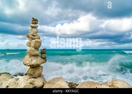 Steine Balance und Wellness retro Spa Konzept inspiration Zen - wie - Stockfoto