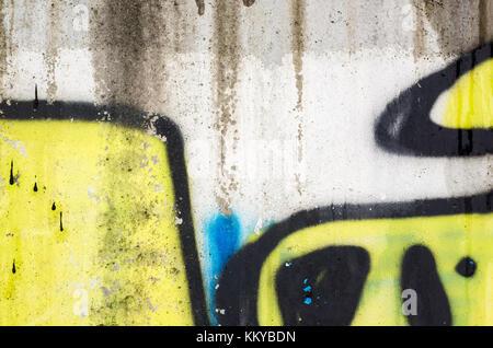 Abstrakte farbenfrohe Graffiti Fragment auf alten städtischen Betonwand - Stockfoto