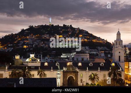 Quito, Ecuador - Dämmerung über Panecillo Hill (el panecillo), und die Jungfrau von Quito, Quito, Ecuador Südamerika - Stockfoto