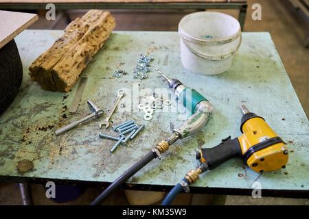 Viele Tools auf dem Tisch. - Stockfoto