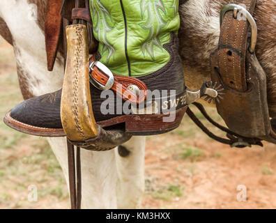 Dekorative Arbeit mit Leder und Sporne sind ein Cowboy Art und Weise der Personalisierung seiner Arbeiten tack. - Stockfoto
