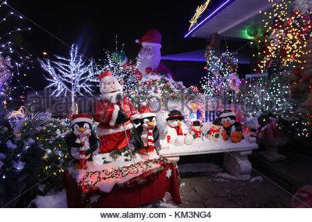 weihnachten weihnachtsmann und ein rentier daumen hoch. Black Bedroom Furniture Sets. Home Design Ideas