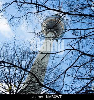 Fernsehen Sender Mast, der Berliner Fernsehturm, Berlin, Deutschland. - Stockfoto