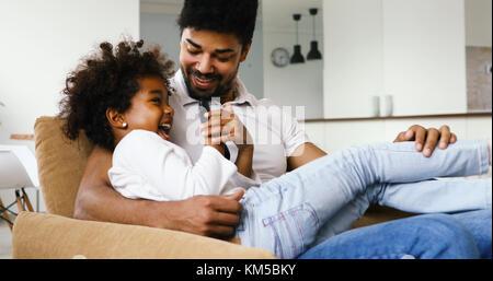 Vater und Tochter Fernsehen - Stockfoto