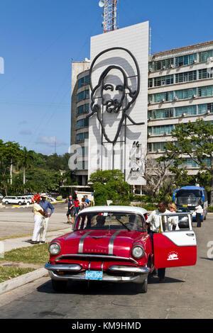 Plaza De La Revolucion Square, Oldtimer Taxi, Havanna, Kuba, Karibik - Stockfoto