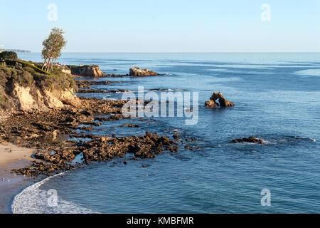 Kleine Corona Beach in Newport Beach Kalifornien an einem sonnigen Tag - Stockfoto