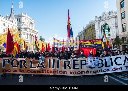 Madrid, Spanien. 6 Dez, 2017 Menschen fordern eine Dritte Republik, den Tag des 39. Jahrestages der spanischen Verfassung - Stockfoto