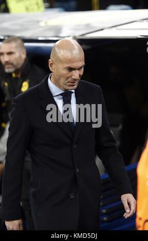 Madrid, Spanien. 6 Dez, 2017. Real Madrid Trainer, Zinedine Zidane, während der UEFA Champions League Gruppe H Spiel - Stockfoto