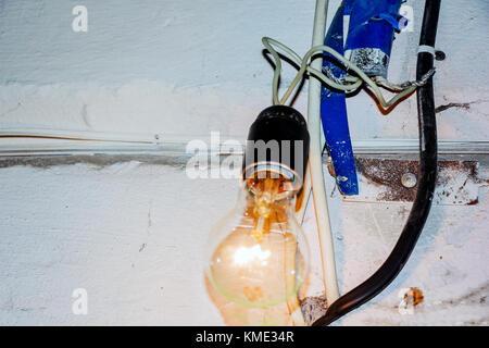 Schlechte elektrische Verdrahtung Stockfoto, Bild: 28452178 - Alamy