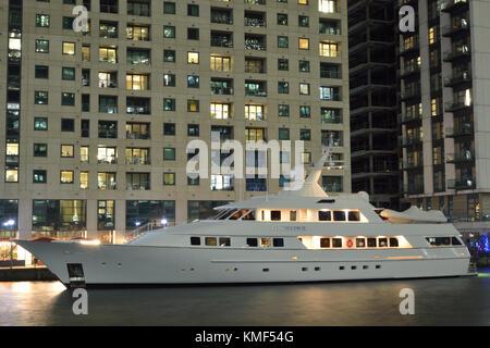 Luxusyacht Sea Falcon II gesehen in West India Docks, Canary Wharf festgemacht. London - Stockfoto