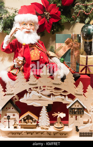 weihnachtsgeschenke pakete verpackt in kraftpapier gebunden mit jute stockfoto bild 167203301. Black Bedroom Furniture Sets. Home Design Ideas