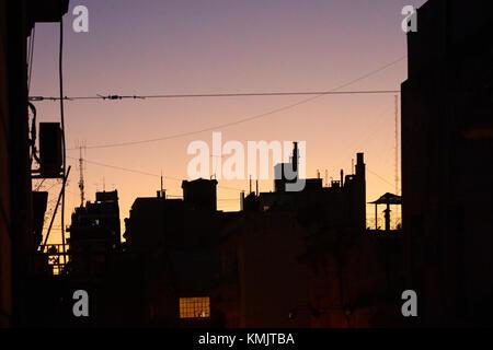Sonnenuntergang über die Dächer von San Telmo, Buenos Aires, Argentinien, Südamerika - Stockfoto