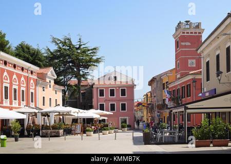 Novigrad, Kroatien - 1. September 2017: ruhigen Platz in Novigrad Novigrad ist ein kleinen istrischen Küstenstadt - Stockfoto