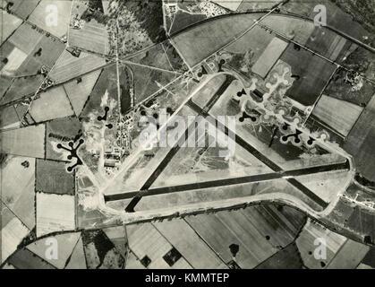 Luftaufnahme des Flugplatzes für die USAAF, Snetterton Heath, Großbritannien 1945 - Stockfoto