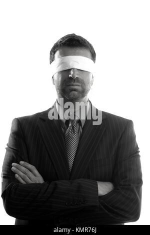 Mit verbundenen Augen Geschäftsmann auf weißem Hintergrund, Konzeptbild - Stockfoto