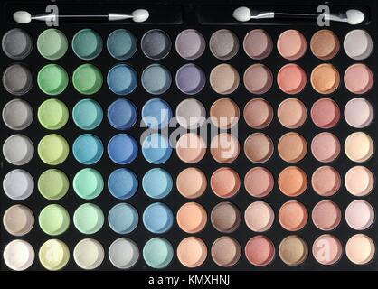 Palette mit verschiedenen Farben Lidschatten
