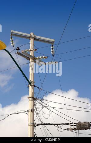 elektrische Turm chaotisch elektrische Verkabelung in Mexiko ...