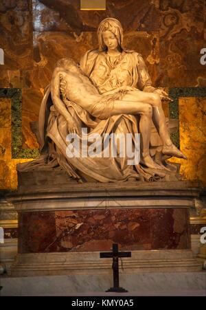 Michelangelo Pieta Skulptur Kreuz Kruzifix Vatikan innerhalb - Stockfoto